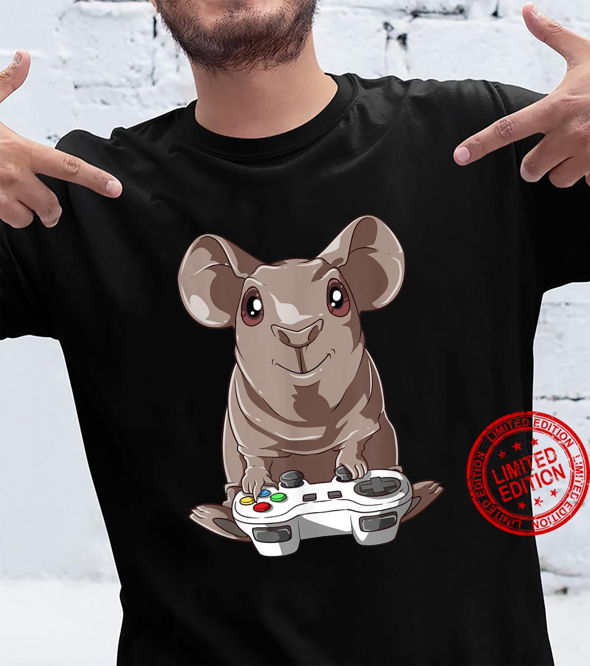 Funny guinea pig with gamepad for gaming Shirt